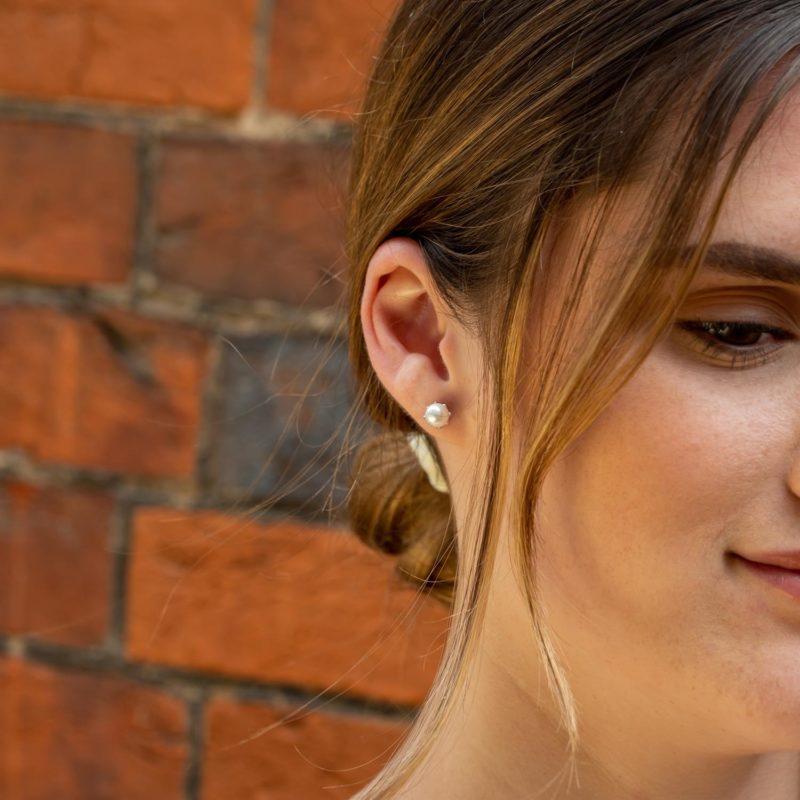 pearl-stud-earrings-flower-design